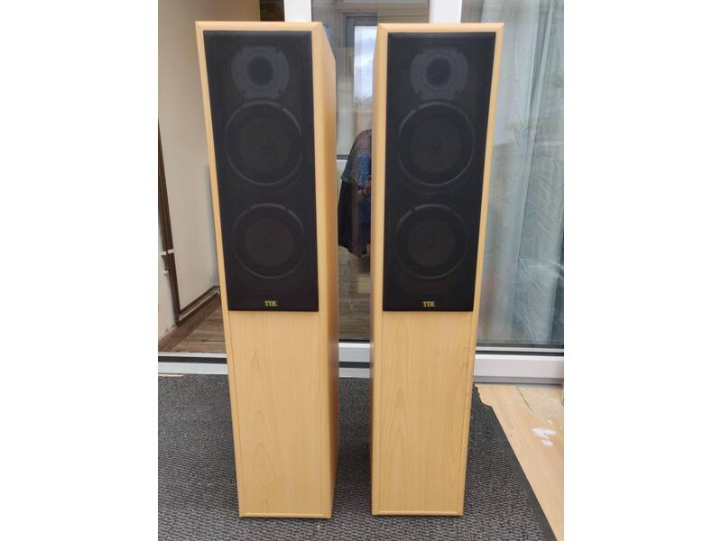 TDL Nucleus KV6 floor standing loudspeakers, tall, in very
