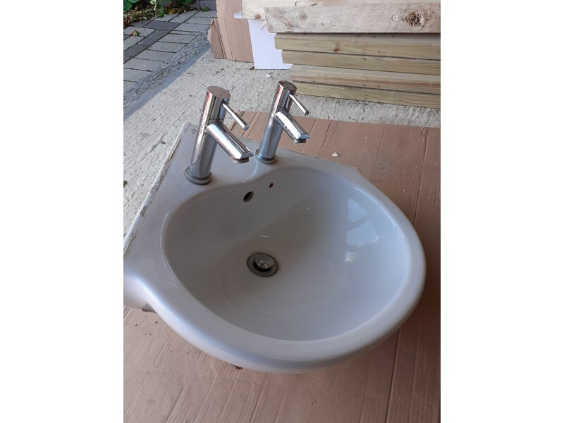 Corner Basin, Shower Tray & Screen