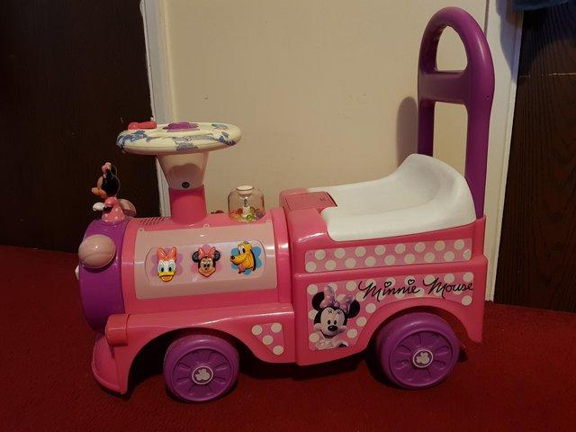 Childs sit on car minnie mouse
